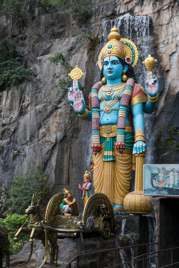 Statue vor den Batu Caves in Kuala Lumpur