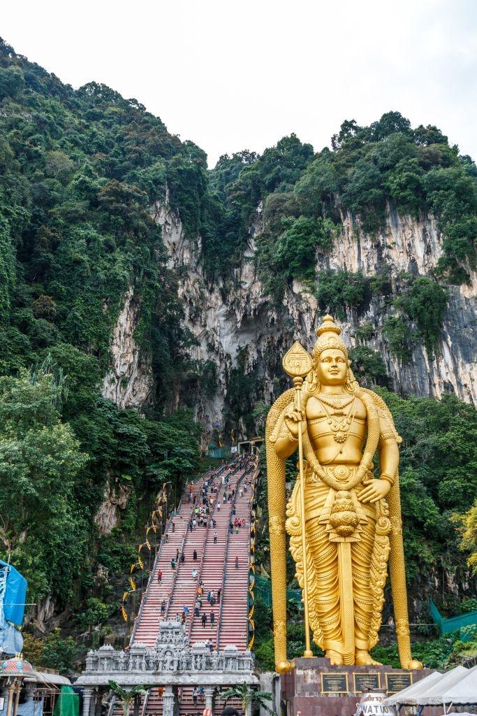 Lord Murungan vor den Batu Caves in Kuala Lumpur