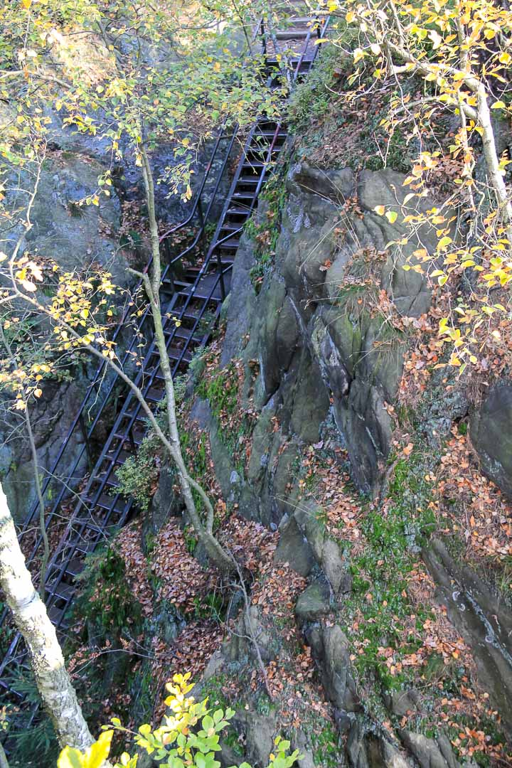 Abstieg über Treppen ins Polenztal