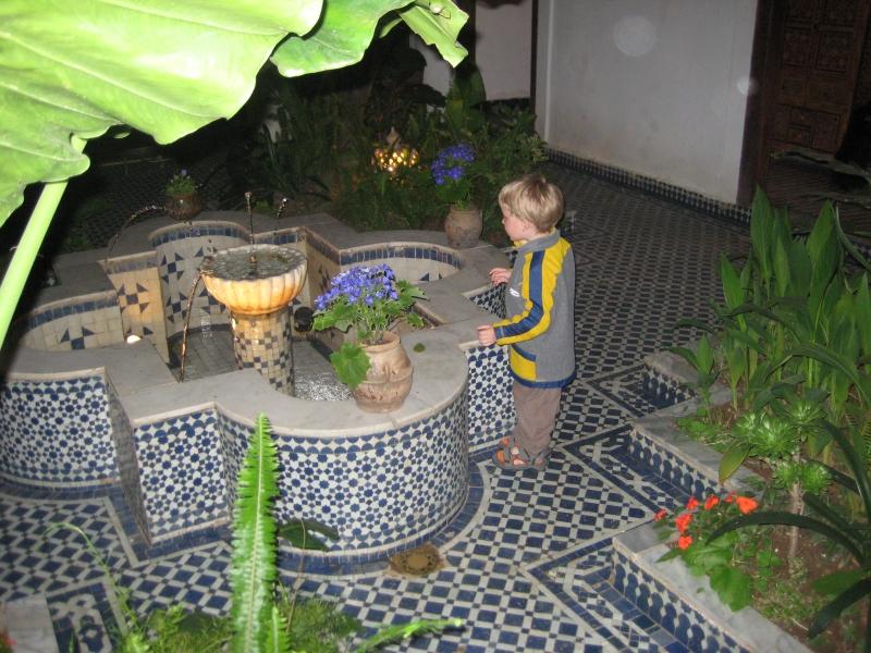 Brunnen im Atrium in Fès