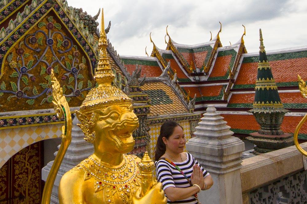 Gebete im Königspalast, Wat Phra Kaeo, Bangkok