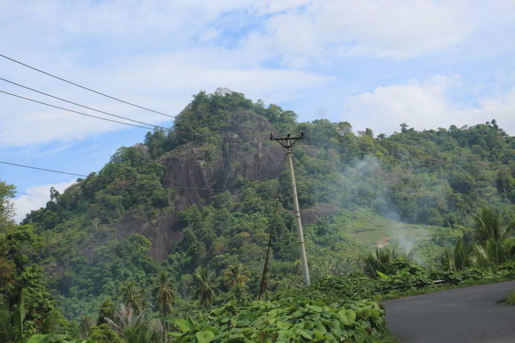 Fahrt nach Gorontalo kurvige Straße