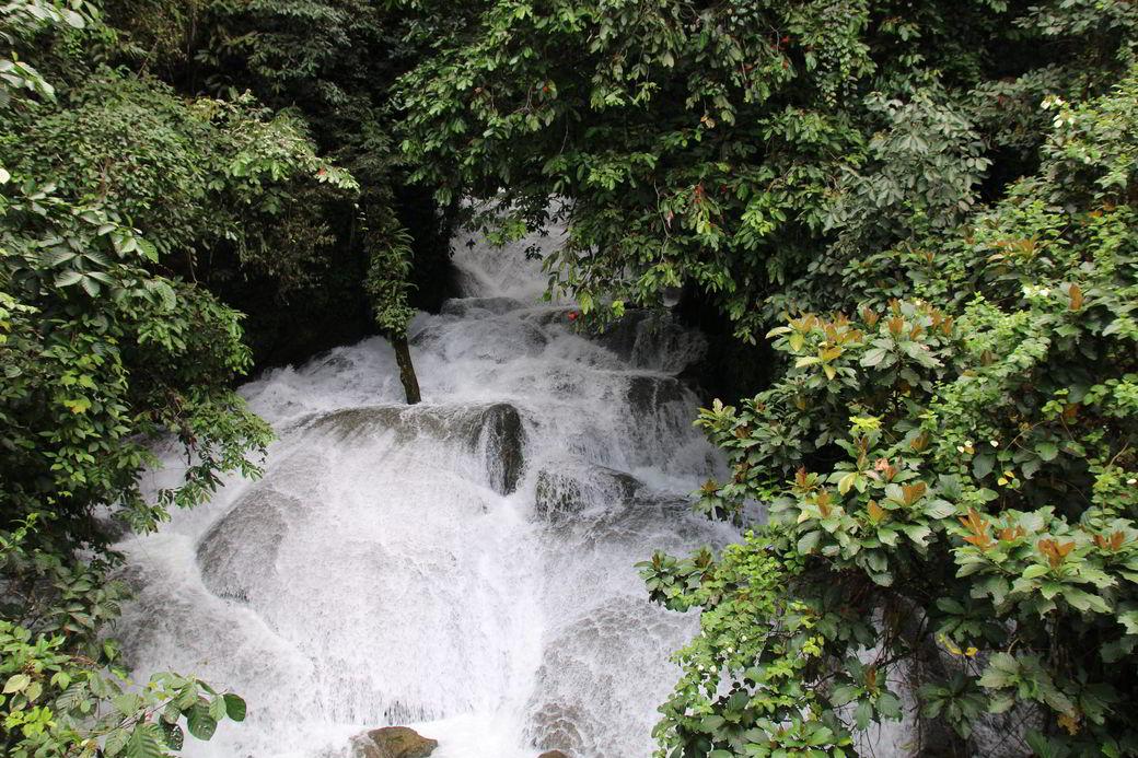 Fahrt von Tentena nach Rantepao Wasserfall
