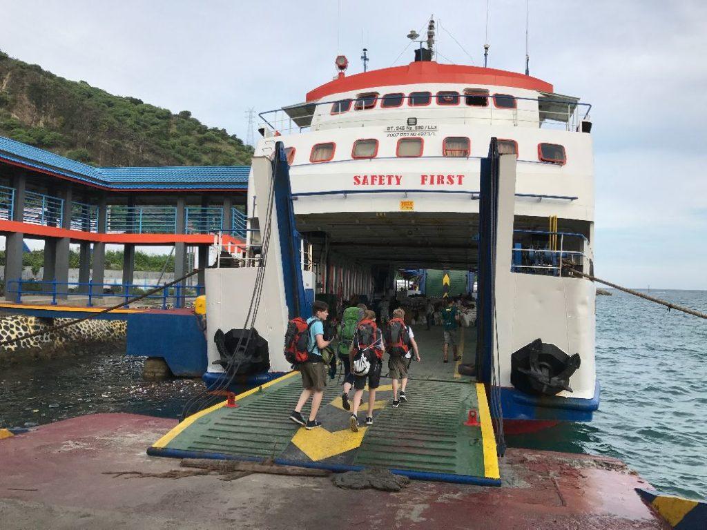 Mit der Tuna Tomini Fähre von Gorontalo nach Wakai