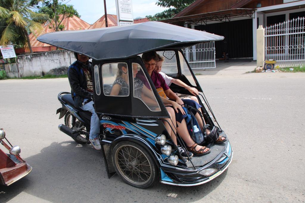Gorontalo Fahrt mit dem Bentor