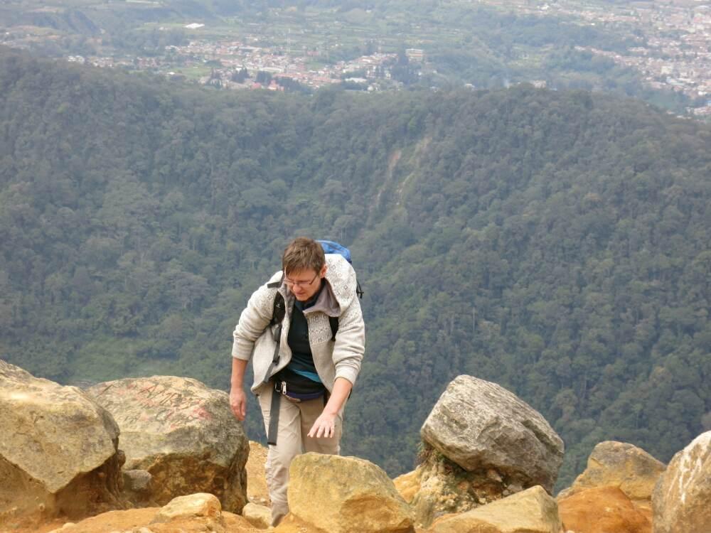 Gunung Sibayak - Alex beim Aufstieg zum Gipfel