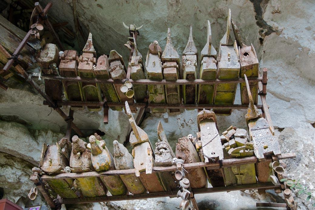 Särge, Felsengräber von Londa