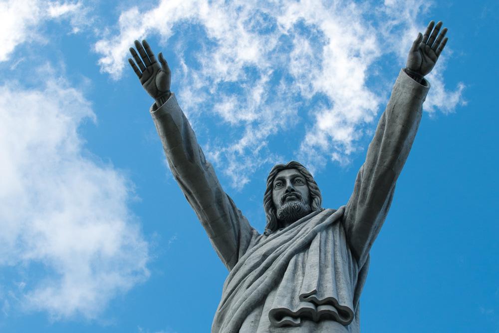 Die größte Christus-Statue der Welt auf dem Buntu Burake