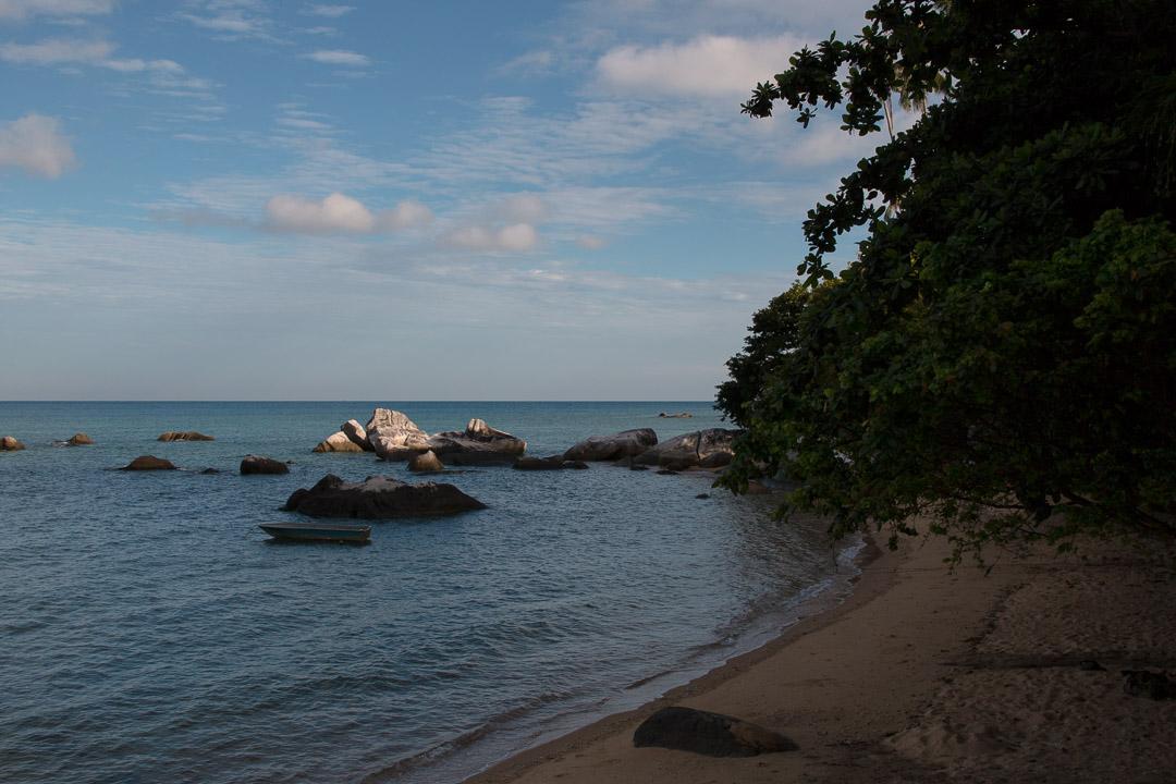 Sonnenaufgang am Strand von Genting, Tioman