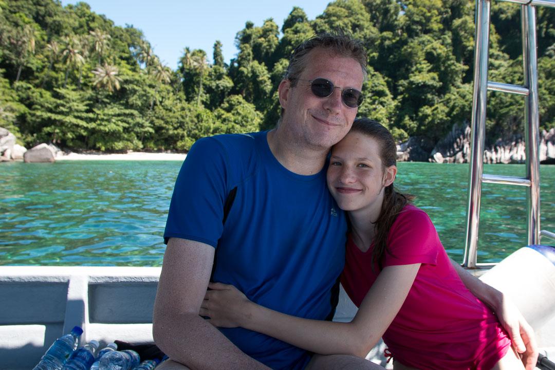 Jürgen und Svenja auf dem Tauchboot vor Pulau Tulai