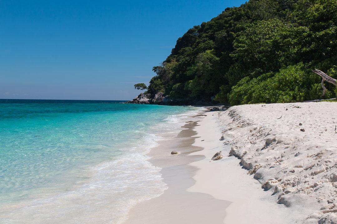 Strand auf Pulau Tulai, Malaysia