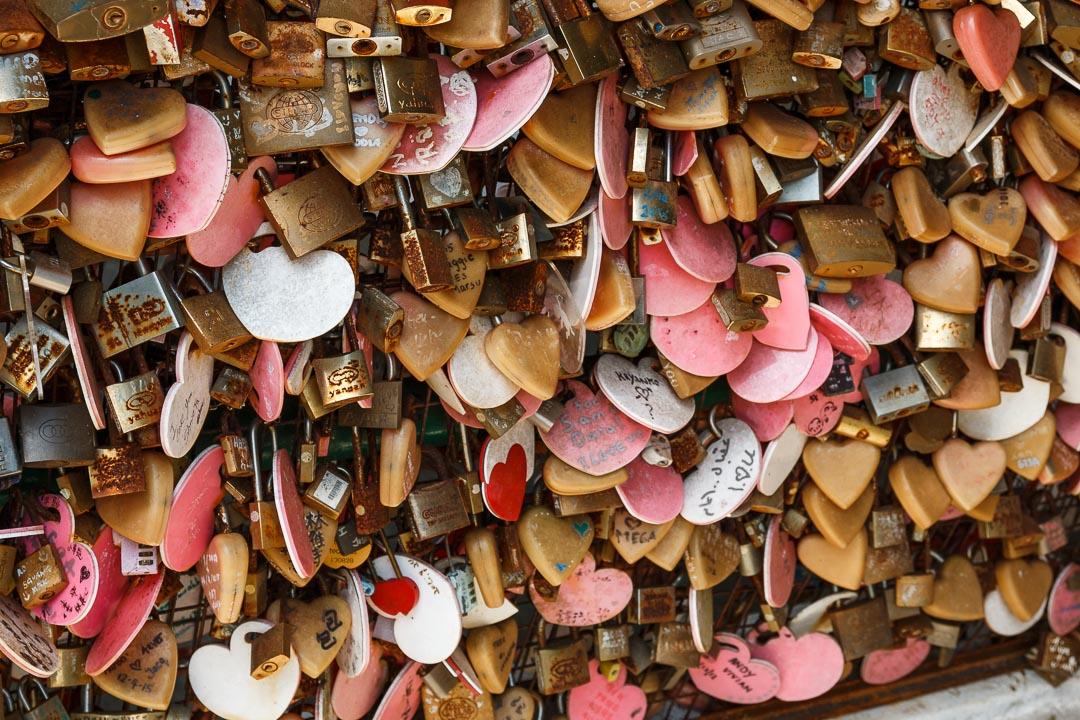 Liebesbeweisschlösser auf dem Penang Hill, Malaysia