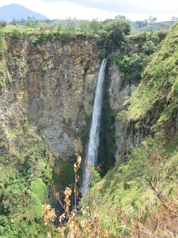 Vorbei am aktiven Gunung Sinabung