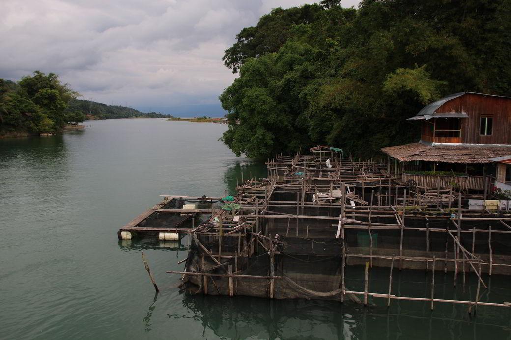 Tentena Fluss Poso