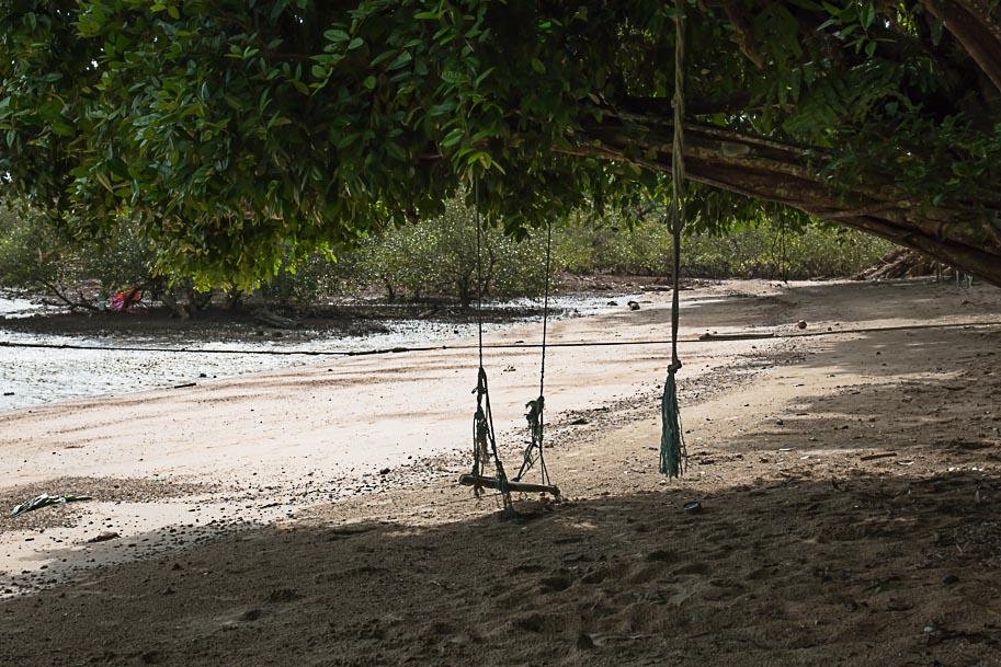 Schaukel am Strand, Ko Muk, Thailand